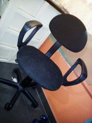 Antigua silla giratoria de madera con esterilla posot class for Silla giratoria