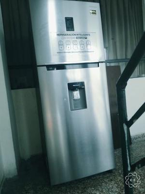 Remato Refrigeradora Samsung Como Nueva
