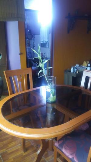 Mesa Comedor Con Luna En Centro Y Tres Sillas