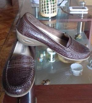 Zapatos nuevos de cuero para mujer talla 39