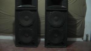 Vendo parlantes, 2 torres de  watts cada uno,buen