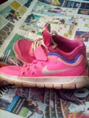 Venta 2 pares de zapatillas para niña ocacion