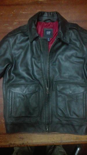 casaca de cuero marca GAP kids