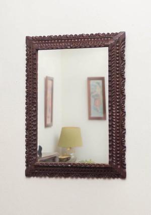 Moderno espejo con fino marco de madera posot class for Espejos con marco de madera modernos