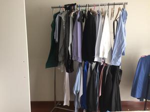 Exhibidores tienda ropa ni os bebes posot class for Colgadores de ropa metalicos