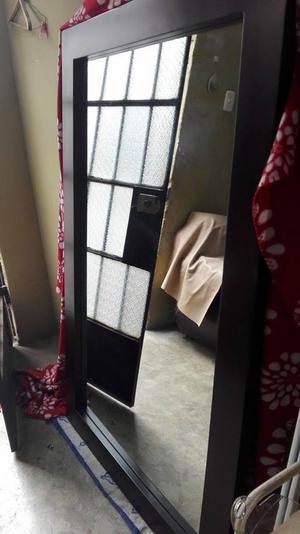 Espejo con marco en cedro