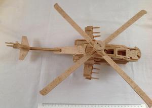 Helicóptero de madera a escala