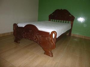 Cama Una Plaza y media tallada en madera Caoba