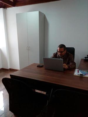 Vendo muebles gerenciales posot class for Muebles de oficina peru