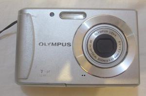 Cámara Olympus T-mp+accesorios. Detalle Foto