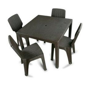 Juego de mesa cuadradra y 4 sillas de plastico posot class for Juego de mesa y sillas