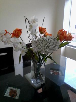 Jarron De Vidrio Con Flores artificiales
