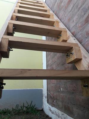 Vendo Escalera de Madera Resistente 3.20