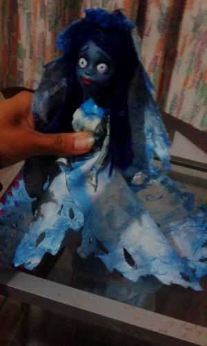 Emily el cadaver de la novia muñeca