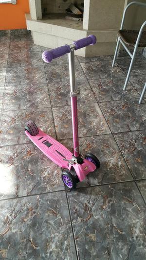 Vendo Scooter Rosa Casi Nuevo para Niña