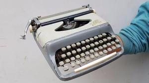 Antigua Maquina De Escribir Astor Funciona