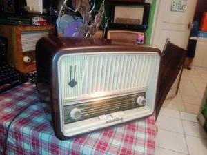 Antigua Radio Telefunken D657wk