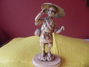 Chinito Mensajero- Pequeña Escultura Hecha En Madera