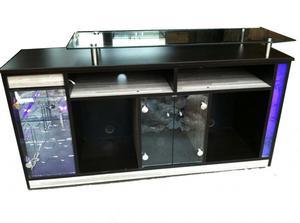 Bar moderno con vidrio y con luces posot class for Muebles para bar modernos