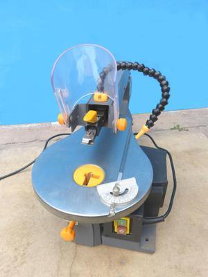Caladora de mesa para trabajos finos en Madera y Troquel