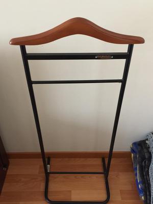 Perchero vertical de madera lima callao posot class for Perchero de ropa