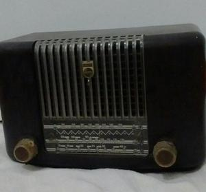 Radio Phillips antiguo a tubos