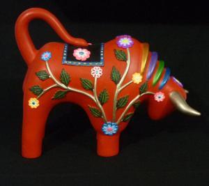 Escultura de Toro en Alto Relieve: Artesanía de Quinua
