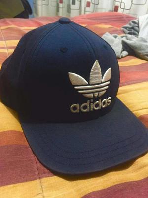 Gorra Adidas Original y polera primitive