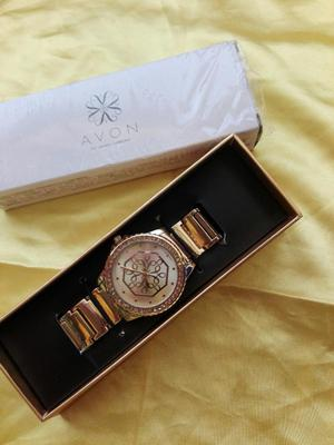 490710dcd063 Reloj dorado nuevo mujer en caja avon