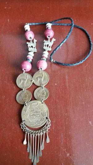 Collar de monedas antiguas.