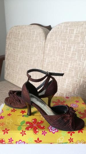 Lindos zapatos de vestir, talla 36