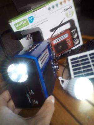 Radio Solar De Emergencia Cargador De Celular Linterna Solar