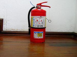 Extintor de químico seco ABC de 4 kilos para recarga buen