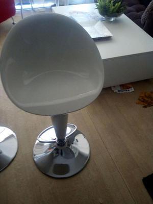 2 Sillas de bar y 2 sillas de aluminio
