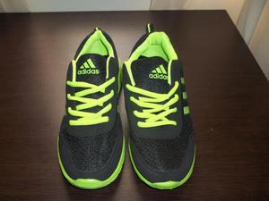 Zapatillas de mujer nuevas marca Adidas talla  color