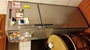 Refrigeradora LG de 250L Gris en perfecto estado