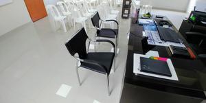 Escritorio gerencial y sillas posot class for Sillas para recepcion