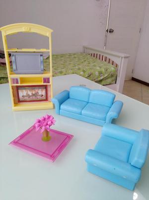 Barbie gloria mu ecas juego de sala 2 posot class for Sala de estar barbie