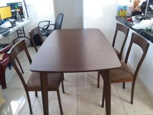 Juego de comedor nogal mate con 4 sillas tapizadas posot for Juego de comedor 4 sillas madera