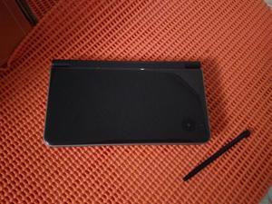 Nintendo DSI XL con estuche