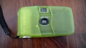 Cámara Fotográfica Vintage Con Rollo. Color Verde
