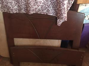Vendo cama de madera de 2 plaza y plaza y media posot class for Cama de plaza y media