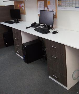 Escritorios y separadores para oficina posot class for Separadores de oficina