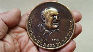 Antigua Medalla De Victor Raul De  De Bronce 6 Cm