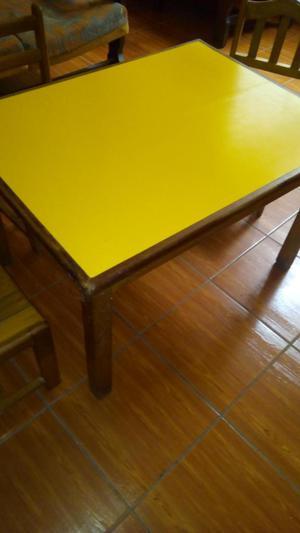 Mesa para niños de madera con tres sillas incluidas