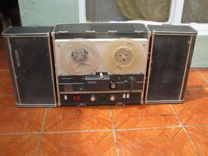 antigua grabadora de cinta SONY 500A