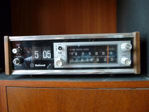 VENDO RADIO RELOJ VINTAGE FUNCIONANDO RELOJ Y RADIO