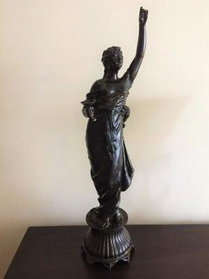 Escultura De Peltre, Excelente Estado