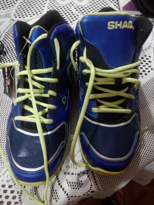 a1610f5ad52 Remato zapatillas nuevas