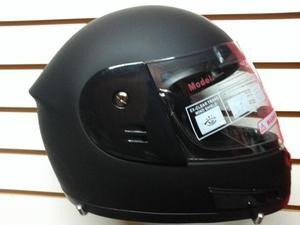 Casco moto con reflectivo posterior